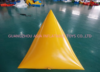 चीन Triangle Shape Yacht Race Market Inflatable Buoys For Water Triathlons Advertising फैक्टरी