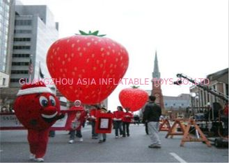 चीन Advertising Inflatables Strawberry Character Balloon Giant Fruits Flying Ball फैक्टरी
