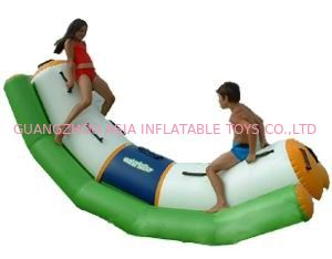 चीन Green And White Single Water Totter Inflatable Water Sports For 4 People फैक्टरी