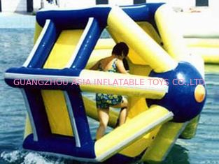 चीन PVC tarpaulin Inflatable Water Roller , Inflatable Water Park Amusement Equipment फैक्टरी