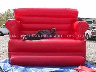 चीन Red Durable Pvc Tarpaulin Inflatable Sofa Air Bed Furniture , Inflatable Couch Furniture फैक्टरी