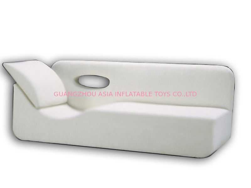 White Pvc Tarpaulin Inflatables Furniture ,  Inflatable White Couch Sofa For Living Room आपूर्तिकर्ता