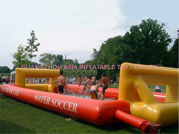 Adult Hot Welding Inflatable Soap Soccer Field / Interactive Inflatable Water Games आपूर्तिकर्ता
