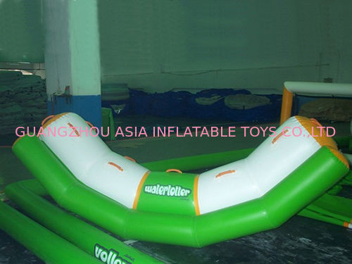 4 Seats Inflatable Totter Tube In Green And White For Water Games Amusement आपूर्तिकर्ता